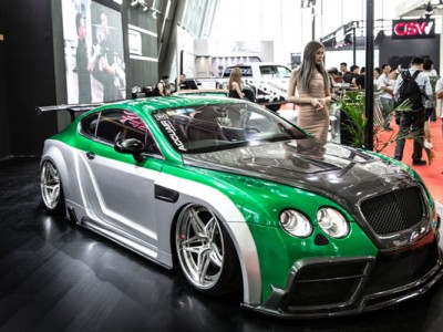 Bentley Continental GT V12 6.0 wide body display