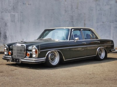 "The fourth generation Display of Mercedes Benz S-class w108 air suspension""Salute the classic"""