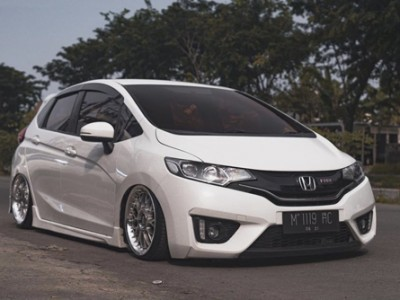 Airbft Indonesia designed a beautiful air suspension trunk for Honda Jazz